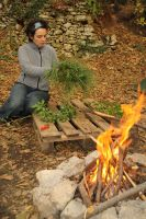 Marie bastelt unseren Adventskranz